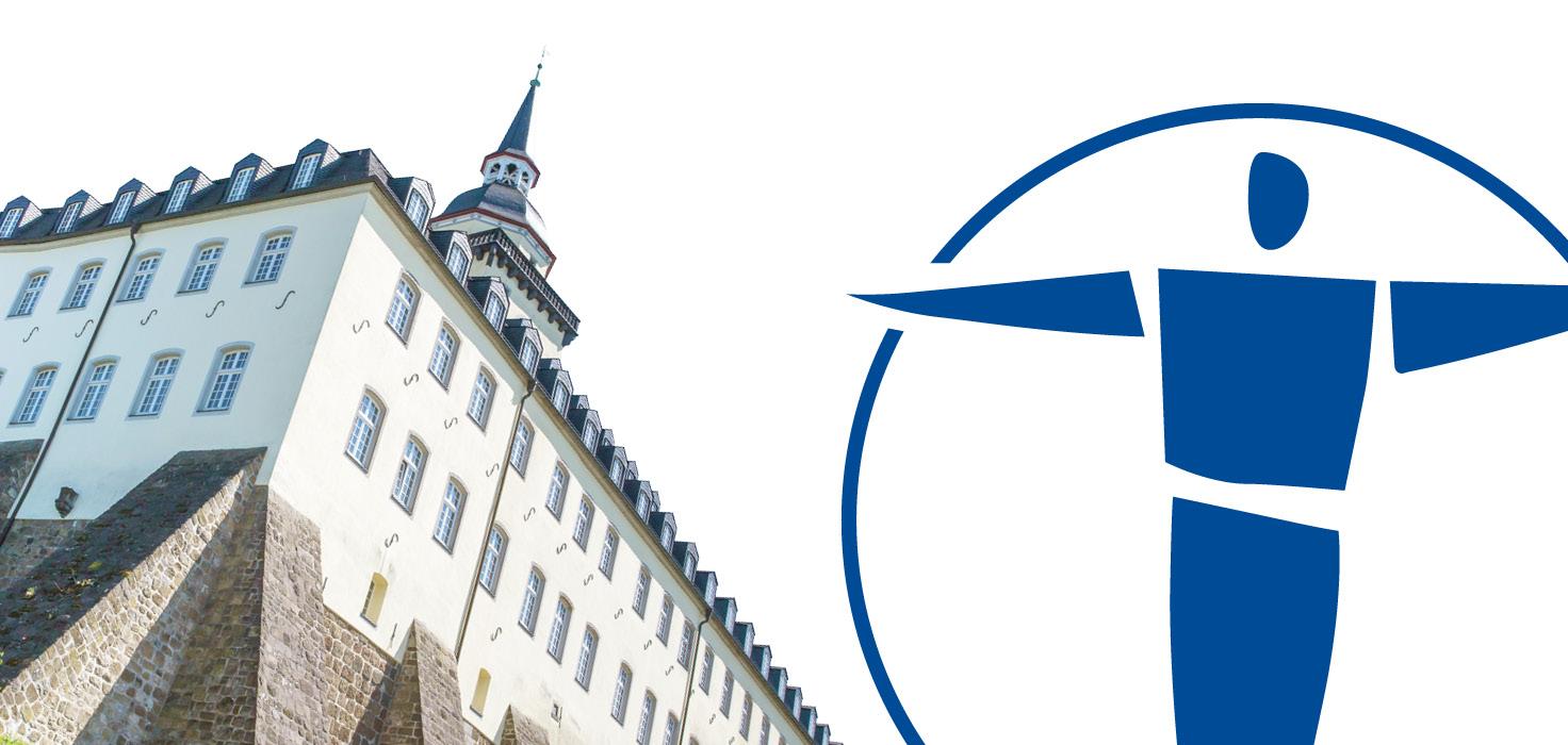Orthopädische Privatpraxis in Siegburg Michaelsberg Außenansicht und Praxis-Logo